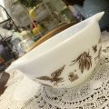 Pyrex, Early American (White), Milk Glass Cinderella bowl (S) 1 1/2 pint, #441