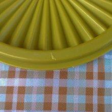 他の写真1: sold ビンテージ・タッパーウェア クイックシール(フタ) アボガドグリーン(抹茶色) 5インチ(製品番号 812-35)