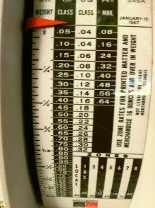 他の写真1: ビンテージ・ポスタル・スケール(郵便秤) 2ポンド秤 ※オンス-ポンド計量のみ アメリカの1967年1月15日郵便料金レート版