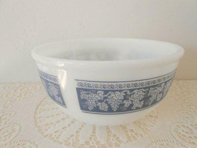 画像2: ファイヤーキング ミルクグラス ブルー・グレープ・チェイフィング・ディッシュ(料理保温用器具)(ミキシングボウル)