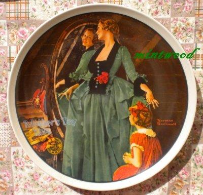 画像1:  ノーマン・ロックウェル 母の日 マザーズデー・プレート 1984年 グランマズ・コーティング・ドレス