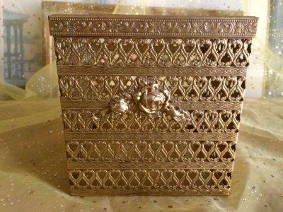 画像1: ビンテージ・ゴールドメタル・フィリグリー ティッシュボックス・カバー