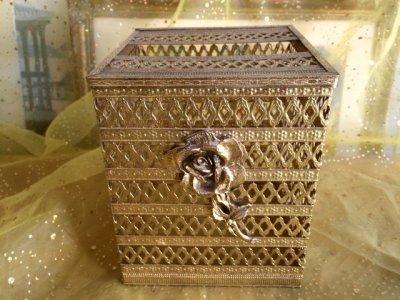画像1: ビンテージ・ゴールドメタル・フィリグリー ティッシュボックス・カバー 薔薇のアクセント