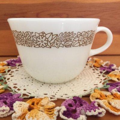 画像1: パイレックス ミルクグラス ウッドランド ぽってりカップ
