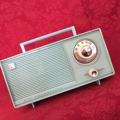 画像1: ビンテージ・トランジスタラジオ AM ターコイズ 乾電池式 動作確認済【動画あり】
