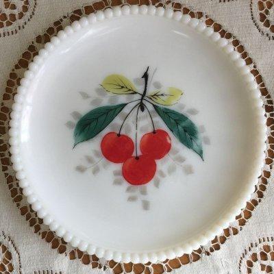 画像1: ウェストモーランド ミルクグラス ビーズエッジ 手描きフルーツ サラダプレート チェリー その2