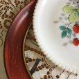 画像11: ウェストモーランド ミルクグラス ビーズエッジ 手描きフルーツ サラダプレート 苺 木製フレーム付