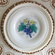 他の写真2: ウェストモーランド ミルクグラス ビーズエッジ 手描きフルーツ サラダプレート グレープ その2
