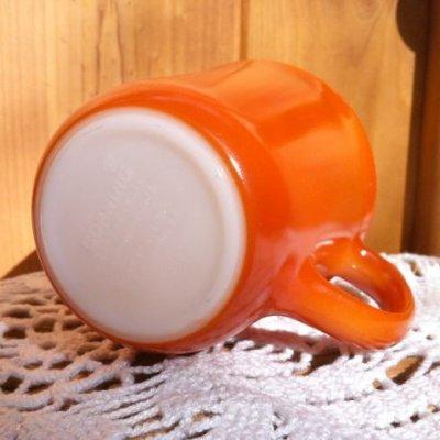 画像2: コーニング ミルクグラス カラーマグ バーンオレンジ(赤茶)