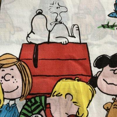 画像2: レアミスプリ! スヌーピーと仲間たち 1971年 ビンテージシーツ  ハピネス柄 ツインサイズ フラットシーツ ほつれあり